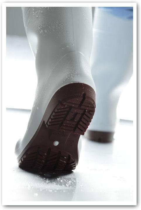横滑りにもグレーチングにの滑りにも強い長靴NHG2000シリーズ